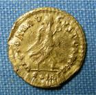 Photo numismatique  Monnaies Peuples Barbares Ostrogoth Tremissis OSTROGOTHS, 5ème / 6ème siècle, imitation d'un trémissis au nom d'Anastase, TTB  R!R!