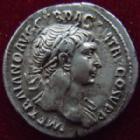 Photo numismatique  Monnaies Empire Romain TRAJAN, TRAJANUS, TRAIAN, TRAIANO Denier, denar, denario, denarius TRAJANUS, TRAJAN, Denier Rome en 103-104, SPQR OPTIMO PRINCIPI, 2,88 grms, RIC.169 défault de métal à l'avers sinon TTB+