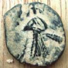 Photo numismatique  Monnaies Monnaies de l'Islam Arabo-Bysanthine Fals, Ae Arabo-Bysanthine, Abd Al Malik, Alep en AH-65-86-685-705, Fals, 2,75 grms, Alb.3529 Var. TB à TTB
