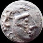 Photo numismatique  Monnaies Monnaies Gauloises Sequani, Sequanes Obole à la croix, type du coin d'Artois SEQUANES, SEQUANI, obole à la croix, type du coin d'Artois, MASON, 0,52 grm, DT.S 3173 variante, TTB+ Rare!