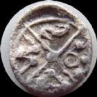 Photo numismatique  Monnaies Monnaies Gauloises Sequani, Sequanes Obole à la croix, type du coin d'Artois SEQUANES, SEQUANI, obole à la croix tête à gauche, MASON, type du coin d'Artois, 0,52 grm, DT.S 3173 variante, TTB Rare!