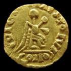 Photo numismatique  Monnaies Peuples Barbares Visigoths, Wisigoths Tremissis Visigoths, Wisigoths, Narbonne? Après 507, tremissis or au nom d'Anastase, 1,47 grms, Belfort 5072 var. rayure au revers sinon TTB+ R!