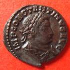 Photo numismatique  Monnaies Empire Romain CONSTANTIN I, CONSTANTINUS I, CONSTANTINO Follis, folles,  CONSTANTIN I, CONSTANTINUS I, follis Lyon en 315-316, variété de buste ! Soli Invicto Comiti, 2,83 grms, RIC 38 Var. TTB à SUPERBE R!