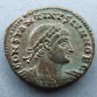 Photo numismatique  Monnaies Empire Romain CONSTANTIN II, CONSTANTINUS II, CONSTANTINO II Follis, folles,  CONSTANTIN II, CONSTANTINUS II, follis Alexandrie en 333-335, Gloria Exercitus, SMALA, 2,90 grms, RIC 59 presque SUPERBE/SUPERBE Argenture!!