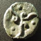 Photo numismatique  Monnaies Monnaies Gauloises Suessiones, Suessions Potin, type de Pommiers SUESSIONES, SUESSIONS, potin aux 3 volutes et à la tête chauve, type de