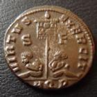 Photo numismatique  Monnaies Empire Romain CONSTANTIN I, CONSTANTINUS I, CONSTANTINO Follis, folles,  CONSTANTIN I, CONSTANTINUS Magnus, follis Aquilea en 320, buste casqué, virtus Exercit AQP/SF, 17/18 mm, 2,78 grms, RIC 48 TTB à SUPERBE