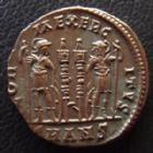 Photo numismatique  Monnaies Empire Romain CONSTANTIN II, CONSTANTINUS II, CONSTANTINO II Follis, folles,  CONSTANTIN II, CONSTANTINUS II, César, follis Antioche en 300-335, Gloria Exercitus SMANS, 16-17 mm, 2,85 grms, RIC 87 SUPERBE à FDC