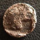Photo numismatique  Monnaies Monnaies grecques Mysie, Mysia, Lampsakos Trihémiobole MYSIE Lampsakos, vers 500-470 avant JC, trihemiobole, double tête, Athena avec une roue sur le casque, 0,74 grms, SNG.COP. 186 TB Rare!