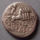 Photo numismatique  Monnaies République Romaine Fabia 124 avant Jc Denier, denar, denario, denarius Q.FABIUS LABEO, denier Rome en 124 avant JC, tête casquée de Rome,  quadrige à droite, 3,82 grms, SYD.532 TB+