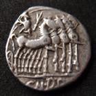 Photo numismatique  Monnaies République Romaine Domitia 116 avant Jc Denier, denar, denario, denarius Cn DOMITIUS AHENOBARBUS, denier Rome en 116-115 avant JC, tête casquée de Rome, quadrige à droite, 3,78 grms, Cr.285 P.TTB