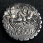 Photo numismatique  Monnaies République Romaine Naevia 79 avant Jc Denier, denar, denario, denarius C.NAEVIUS BALBUS, denier Rome en 79 av.JC, tête de Juno, trige, 3,93 grms, SYD.769 TTB