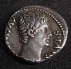 Photo numismatique  Monnaies Empire Romain AUGUSTE, AUGUSTUS, AUGUSTO Denier, denar, denario, denarius AUGUSTE, AUGUSTUS, denier Lyon en 15-13 av.JC, sa tête à droite, IMP X ACT, 2,64 grms, RIC 171a flan court sinon TTB à SUPERBE