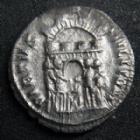 Photo numismatique  Monnaies Empire Romain MAXIMIEN HERCULE, MAXIMIANUS, MAXIMIAN, MAXIMIANO, HERCULUS Argenteus, argentei MAXIMIEN Hercule, MAXIMIANUS Herculius, argenteus Siscia en 294, sa tête laurée à droite, VIRTUS MILITUM, 2,53 grms, RIC 32b TTB