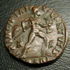 Photo numismatique  Monnaies Empire Romain CRISPUS, CRISPE, CRISPO Follis, folles,  CRISPUS, Follis Arles (Arelate) en 317, Principia Ivventvtis, QARL-R-S, 17-19 mm, 3,27 grms, RIC.129 TTB à SUPERBE