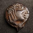 Photo numismatique  Monnaies Monnaies Gauloises Bituriges cubi, Bituriges cubes Bronze CAMBIL BITURIGES CUBES,région de Bourges, bronze CAMBIL, 1e siècle avant JC, 2,32 grms, 14 mm, DT.2600 TTB+/TTB beau portrait !