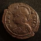 Photo numismatique  Monnaies Empire Romain CONSTANTIN I, CONSTANTINUS I, CONSTANTINO Follis, folles,  URBS ROMA, CONSTANTIN I, CONSTANTINUS I, Trêves en 332-333, louve allaitant Romulus et Remus, 18 mm, 2,10 grms, RIC.542, dépatinée sinon Q.SUPERBE