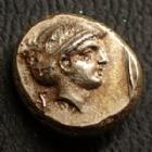 Photo numismatique  Monnaies Monnaies grecques Lesbos, Mytilen Hectée, Hecte LESBOS, Mytilen, hecté en electrum 377-326 avant JC, Apollon/Artémis, 2,57 grms, BMC Bod. 85 var. TTB+/TTB