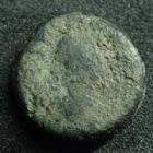 Photo numismatique  Monnaies Monnaies Byzantines Justin I er, Justinus I Pentnummium, Pentanummi JUSTIN I, JUSTINUS I, Ae Pentanummium, buste à droite, Christogramme, 13 mm, 2,37 grms, Sear.93 Var. B/TB