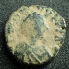 Photo numismatique  Monnaies Monnaies Byzantines Justin I er, Justinus I Pentnummium, Pentanummi JUSTIN I, JUSTINUS I, Ae Pentanummium Antioche, buste à droite, Tyché et grand E, 12 mm, 1,94 grms, Sear.111 Var. B à TB