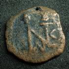 Photo numismatique  Monnaies Monnaies Byzantines Justin II, Justinus II Pentnummium, Pentanummi JUSTIN II, JUSTINUS II, Ae Pentanummium, Monogramme, Grand E et Alpha, 13/14 mm, 1,43 grms, Sear.386 Var. B à TB Percée ! Rare!