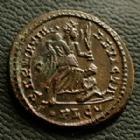 Photo numismatique  Monnaies Empire Romain CONSTANTIN I, CONSTANTINUS I, CONSTANTINO Follis, folles,  CONSTANTIN I, CONSTANTINUS I, follis Lyon (Lugdunum) en 323-324, Sarmatia Devicta, 18-19 mm, 3,15 grms, RIC.222 SUPERBE