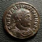 Photo numismatique  Monnaies Empire Romain CONSTANTIN II, CONSTANTINUS II, CONSTANTINO II Follis, folles,  CONSTANTIN II César, CONSTANTINUS II Caesar, follis Areles (Arelate) en 322-323, VOT X Q*AR, 18,5 mm, 3,16 grms, RIC.261 R2! SUPERBE