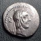 Photo numismatique  Monnaies République Romaine Calpurnia 90 av Jc Denier, denar, denario, denarius L. CALPURNIUS PISO FRUGI, denier Rome en 90 avant JC, tête d'Apollon, cavalier galopant à droite, 17-18 mm, 3,73 grms, SYD.661 Presque TTB