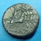 Photo numismatique  Monnaies République Romaine Porcia 125 av Jc Denier, denar, denario, denarius M.PORCIUS LAECA, denier Rome en 125 avant JC, Rome casquée, quadrige, 16-17 mm, 3,69 grms, SYD.513 TTB+