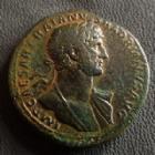 Photo numismatique  Monnaies Empire Romain HADRIEN, HADRIANUS, HADRIANO, HADRIAN Sesterce, sesterz, sestertius, sestertio HADRIEN, HADRIANUS, sesterce Rome en 118, Liberalitas, estrade, 34 mm, 26,15 grms, RIC.552 TTB+ Rare!