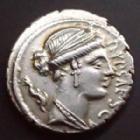 Photo numismatique  Monnaies République Romaine Plautia 60 avant Jc Denier, denar, denario, denarius P.PLAUTIUS HYPSAEUS, denier Rome en 60 av.JC, Buste d'Aphrodite, quadrige à droite, 18 mm, 3,93 grms, SYD.911 SUPERBE+