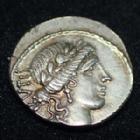 Photo numismatique  Monnaies République Romaine Acilia 49 avant Jc Denier, denar, denario, denarius M.ACILIUS GLABRIO, Denier Rome en 49 av.JC, tête de Salus, Valetudo debout à gauche, 17-18 mm, 4,10 grms, SYD.922 avers lég. décentré sinon SUP/P.FDC