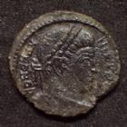Photo numismatique  Monnaies Empire Romain CONSTANCE I, CONSTANTIUS I, CONSTANTIO I,  Follis, folles,  CONSTANTIN I, CONSTANTINUS I,Follis Trêves en 323-324, SARMATIA DEVICTA, 13 mm, 2,60 grms, RIC.435 TB à TTB