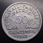 Photo numismatique  Monnaies Monnaies Françaises Etat Français 50 Centimes 50 Centimes Bazor, aluminium 1943 B, Gad.425 légères corrosion sinon SUPERBE