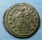 Photo numismatique  Monnaies Empire Romain 4ème siècle CONSTANTIN II Follis réduit CONSTANTIN II (Constantinus) follis réduit, Rome, Rome assise à droite, Cohen 171 TTB+ R!