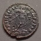 Photo numismatique  Monnaies Empire Romain CONSTANTIN II, CONSTANTINUS II, CONSTANTINO II Follis ou Nummus CONSTANTIN II, CONSTANTINUS II, follis ou nummus Trèves en 317, PRINCIPI IVVENTVTIS, 19 mm, 3,17 grms, RIC.173 TTB R3!