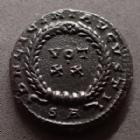Photo numismatique  Monnaies Empire Romain LICINIUS I, LICINIO I,  Follis ou Nummus LICINIUS I, follis ou nummus Arles en 321, DN LICINI AUGUSTI / VOT XX SA, 18 mm, 3,10 grms, RIC.229 TTB+