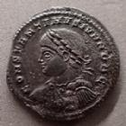 Photo numismatique  Monnaies Empire Romain CONSTANTIN II, CONSTANTINUS II, CONSTANTINO II Follis ou Nummus CONSTANTIN II, CONSTANTINUS II, follis ou nummus Trèves en 324-325, PROVIDENTIAE CAESS, 19 mm, 3,23 grms, RIC.455 TTB+