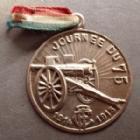 Photo numismatique  Monnaies Médailles Première guerre mondiale, 1e guerre mondiale, WW1 Médaille en aluminium journée du 75, jeton en aluminium uniface avec son ruban, première guerre mondiale, 31 mm, ruban TTB, médaille SUPERBE