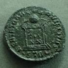 Photo numismatique  Monnaies Empire Romain CONSTANTIN II, CONSTANTINUS II, CONSTANTINO II Follis ou Nummus CONSTANTIN II, CONSTANTINUS II, César, follis Trèves en 323, BEAT TRANQUILITAS VOTIS XX, 18 mm, 4,00 grms, RIC.410 TTB+