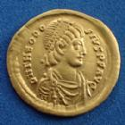 Empire RomainTHEODOSE II, THEODOSIUS II, THEODOSIO IITHEODOSIUS II, THEODOSE II, semisis or, Constantinople en 420-422, VICTORIA AVGG / XXXXX, 18 mm, 2,18 grms, RIC.223 Presque SUPERBE Rare!