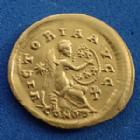 Photo numismatique  Monnaies Empire Romain THEODOSE II, THEODOSIUS II, THEODOSIO II Semissis THEODOSIUS II, THEODOSE II, semisis or, Constantinople en 420-422, VICTORIA AVGG / XXXXX, 18 mm, 2,18 grms, RIC.223 Presque SUPERBE Rare!