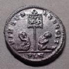 Photo numismatique  Monnaies Empire Romain CONSTANTIN II, CONSTANTINUS II, CONSTANTINO II Follis ou Nummus CONSTANTIN II, CONSTANTINUS II, follis ou nummus Londres en 320-321, London, buste radié, étandart, 20 mm, 3,12 grms, RIC.197 R2! TTB/TTB+