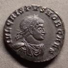 Photo numismatique  Monnaies Empire Romain CRISPUS, CRISPE, CRISPO Follis ou Nummus CRISPUS, Follis ou nummus Ticinium en 317-318, PRINCIPIA IVVENTVTIS, 17-18 mm, 3,39 grms, RIC.73 R3! SUPERBE