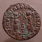 Photo numismatique  Monnaies Empire Romain CONSTANS Nummus, Kleine bronze, nummi CONSTANS, AE 4 Nummus Lyon en 342-343, VICTORIAE DD AVGG Q NN, 15 mm, 1,73 grms, RIC.45 TTB+