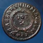 Photo numismatique  Monnaies Empire Romain Constantinus II, Constantin II, Constantine II Follis ou Nummus CONSTANTINUS II Caesar, CONSTANTIN II César, follis ou nummus Arles, Arelate en 322-323, VOT X, 18,5mm, 3,16 grms, RIC 261 TTB à SUP