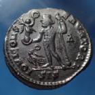 Photo numismatique  Monnaies Empire Romain LICINIUS I, LICINIO I,  Follis réduit LICINIUS I,  Follis réduit frappé à Siscia en 313, IOVI CONSERVATORI, 19x21mm, 3,53 grms, RIC 229 TTB à SUP