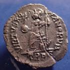 Photo numismatique  Monnaies Empire Romain THEODOSE I, THEODOSIUS I, THEODOSIO I SILIQUE, SILIQUA THEODOSIUS I, THEODOSE Ie, siliqua Trèves, Treveri, Trier en 392-395, VIRTUS ROMANORUM, 18mm, 1,79 grms, RIC 106a, fêlure sinon TTB