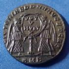 Photo numismatique  Monnaies Empire Romain Magnentius, Magnence Maiorina ou centenionalis MAGNENTIUS, MAGNENCE, maiorina Amiens (Ambianum) en 352, Victoria dd nn aug et cae, 22mm, 5,32 grms, RIC 5 TTB+/SUP belle patine!