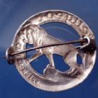 Photo numismatique  Monnaies Médailles Peugeot automobiles cycles outils Epingle, épinglette, nadeln PEUGEOT Cycles te Motos, épinglette en aluminium 28mm quelques traces sinon TTB+