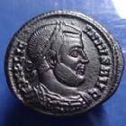 Photo numismatique  Monnaies Empire Romain LICINIUS I, LICINIO I,  Follis ou Nummus LICINIUS Ie, follis ou nummus Ticinum en 320-321, VOT XX, variante TT au lieu de  ST, 18-19mm, 2,61 grms, RIC.147 Var. Bon TTB R5!